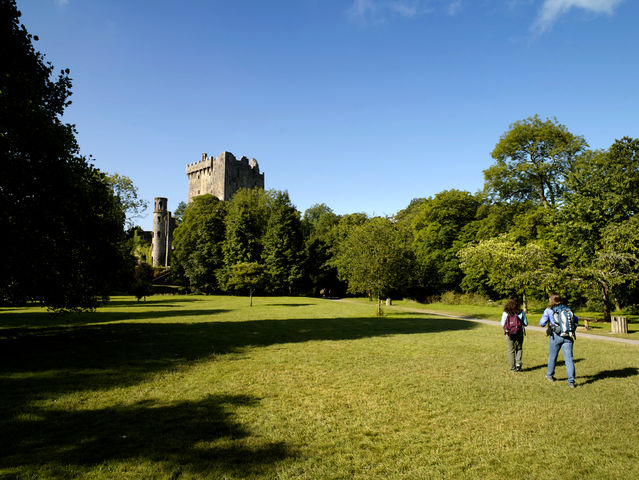 small-Blarney Castle